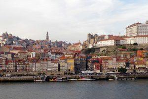 Vistas de la Ribera en Oporto. Escapadas de primavera.