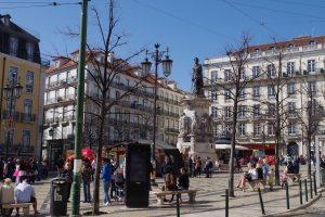 Vista de la Plaza de Luis Camoes en Lisboa