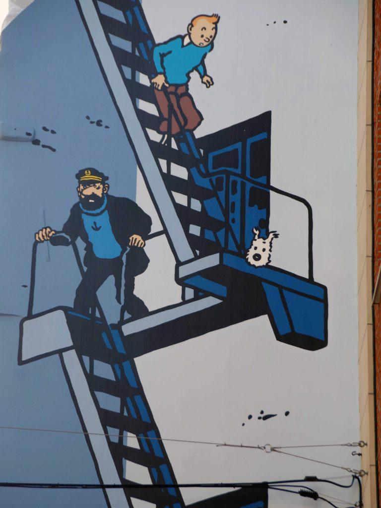 Fachada de un edificio en el centro de Bruselas. Tintín y el capitán Haddock.