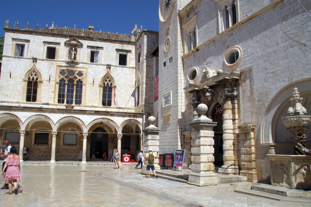 Qué ver en un día en Dubrovnik: La pequeña fuente de Onofrio