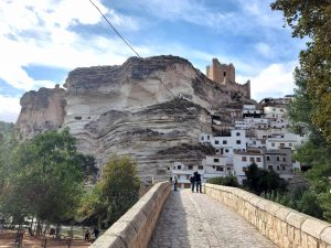 Vista panorámica del pueblo de Alcalá del Júcar en Albacete