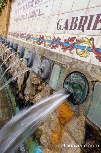 Detalle de un caño de la Fuente de los Chorros en Polop de la Marina